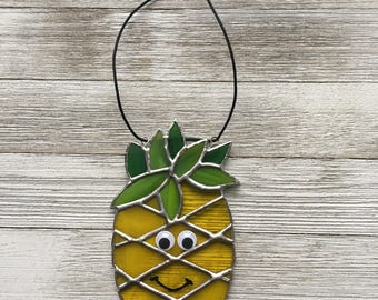 Sun-Catcher pineapples. Stained glass pineapple. Pineapple room. Pineapple decoration. Pineapple theme. Children's room. Pineapple home. Stained glass Tiffany.Ananas