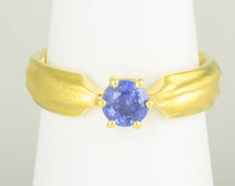 Ring • Sapphire • gold • 18 K