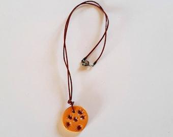 """""""Cat"""" ceramic oragine //Collier ceramic necklace pendant / / ceramic medal / / orange gift / / orange Medal"""