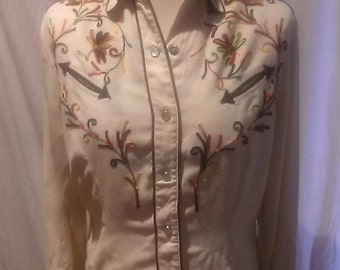 1950s. 50s Vintage  H Bar C California Ranchwear Shirt / Western Shirt / Embroidered Cream Shirt /
