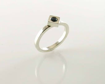 Square ring with mini sapphire