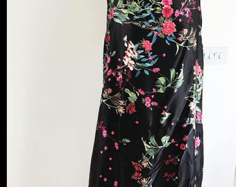 Artistic Oriental Blooms Inspired Floral/Flower Woven Silky Satin Dressmaking Fabric