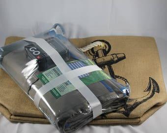 Outdoor Gift Bag (Bag, Folding Blanket, Bluetooth Speaker, Water Bottle)