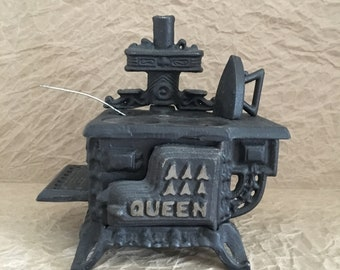Black Cast Iron Queen stove - Doll House minature - Book Shelf centerpiece