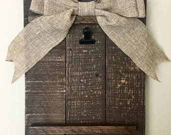 Pallet Picture Hanger with Burlap Bow