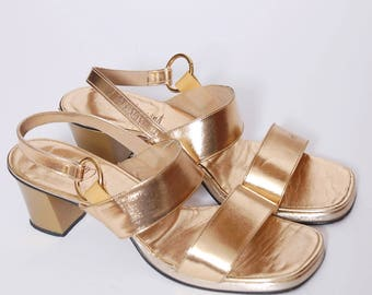 Vintage 60s gold sandals / metallic shoes / gold heels / open toe shoes / chunky heel / glam heels / size 7/8
