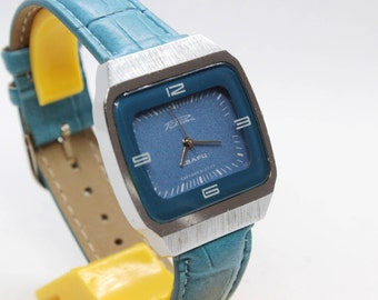 Vintage USSR RAKETA 2356 quartz wristwatch TV-style in the chrome-plated case