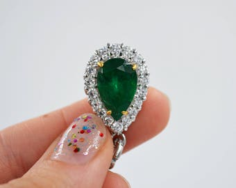 White Gold 3.5ct Pear Shape Emerald Pendant/Necklace with White and Fancy Yellow Diamonds