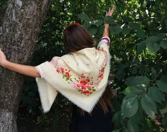 Floral Wool Shawl Vintage Ukrainian Shawl Vintage Russian Scarf Poppies Wool Scarf Ukrainian Floral Head Shawl Floral Scarf Head Scarf USSR