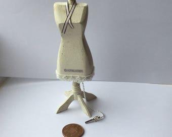 Dollhouse 1:12th scale miniature Dressmakers Taylor's dummy Mannequinn