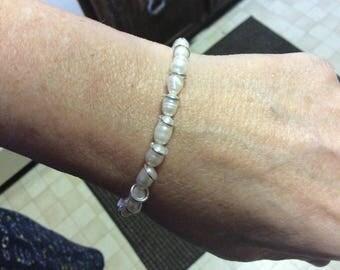 White Cultured fresh water pearl bracelet
