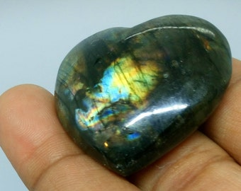 Labradorite, Rainbow and black 22.35 Gr-heart