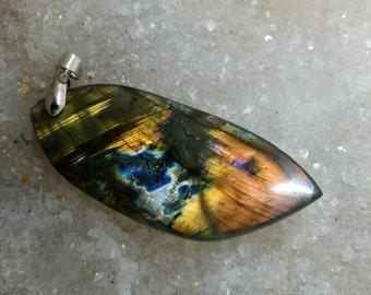 LABRADORITE spectrolite 18.44 Gr-leaf pendant