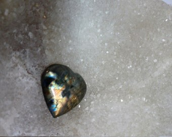 Labradorite, bronze and blue 17.75 Gr-heart