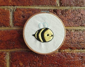 "Frame with handmade embroidery ""bee"""