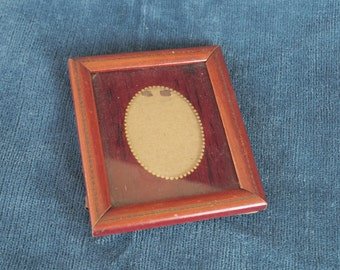 ancien petit cadre pour photo portrait miniature, en bois,  old miniature picture frame miniature portrait,viejo retrato de marco pequeño