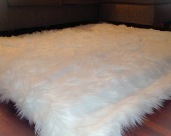"Faux fur area rug white// faux nursery rug// 100% machine washable// 2"" thick removable foam padding for extreme comfort"