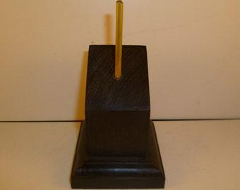 Socle en bois pour figurines bustes carré pan coupé. spccn1