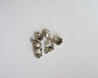 6 charms shaped flowers
