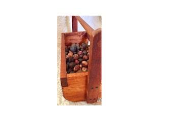 """24"""" Wire garden basket, vegetable/garden hod"""