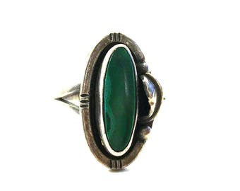 60s Squash Blossom Ring / Malachite Sterling Silver Vintage Old Pawn Native American Jewelry / Navajo / Size 7.5