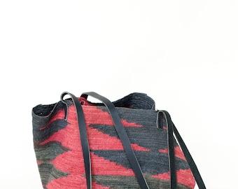 1980s Black and Red Bag --- Vintage Jute Shoulder Bag