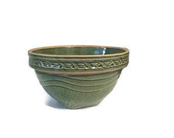 McCoy sunburst pattern stoneware bowl - Yellow ware  - Green glaze -