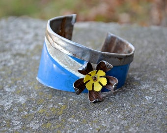 Vintage License Plates, Fold Down The Top, Get a Lot of Swank with New Old Stock Vintage Flower.  In Blue and White.  Vintage Plate Cuff.