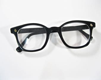 AO Flexi-Fit black horn rimmed eyeglass frames. Rare American Optical 50 mm large mens unisex size.