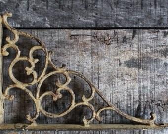 Antique Shelf Bracket Single for Hanging Shelf Plants Lamps Arrow Cast Iron Home and Garden Decor Rustic Farmhouse Chic Victorian
