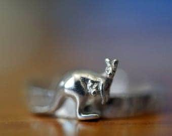 Silver Kangaroo Ring, Silver Wallaby Ring, Australian Animal Ring with Engraving, Personalized Jewelry, Custom Engraved Sterling Silver Ring