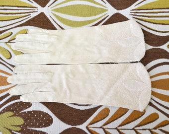 1950s Elsie Tu Cream Beaded Gloves, Size 7 1/2