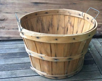 """FLASH SALE! 25% off when you enter """"25FLASH"""" - Vintage Apple Basket"""