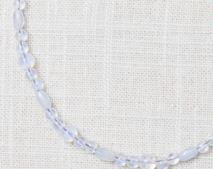 Opalescent Clear Bead Handcrafted Necklace White Opaque 7HH