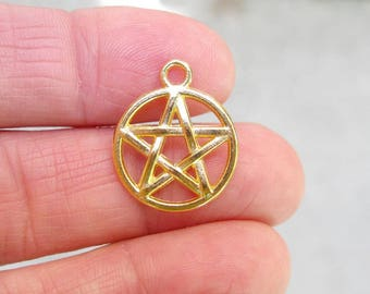 10 Pentagram Charms in Gold Tone - C2589