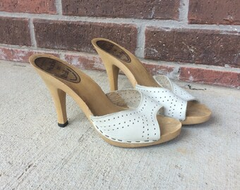 vtg 70s Off-White Leather CUT OUT peep toe STILETTOS hippie 7 shoes Italian sandals heels boho pumps disco