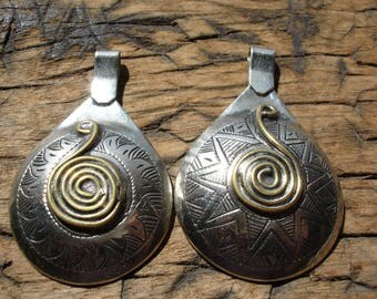 Hollow Moroccan medium cushion engraved round  pendant  bead  with brass snake spiral