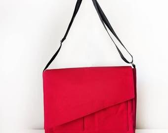 Messenger Bag /  Shoulder Bag for Men and Women / Cross Body Bag with Pockets in Red