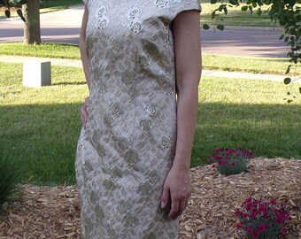 GOLDEN METALLIC BROCADE vintage sheath dress tween craft L 41 bust