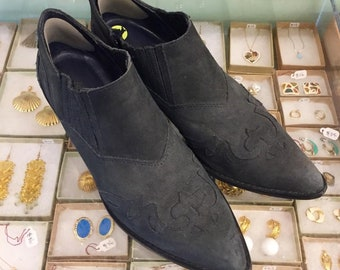 Vintage 80s Suede ankle booties  Size 9 (may fit size 8 1/2) by Rafael Vittorio Made in Brazil
