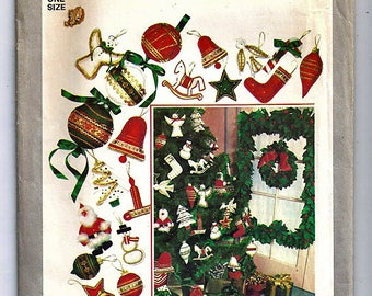 Christmas wreath, Holly and Ornaments  / Original Simplicity Uncut Sewing Pattern 8227
