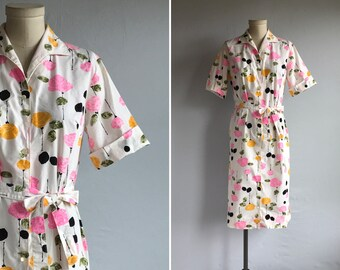 Vintage 60s Dress / 1960s Mod Rose Floral Print Shirtdress / Novelty Print Patterned Dress