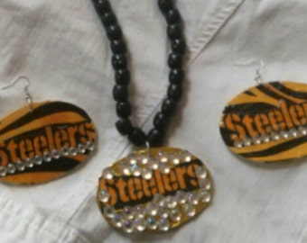Long Steelers necklace and earrings