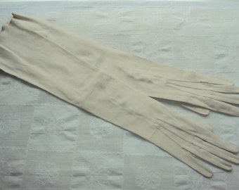 Ladies White above elbow length suede Gloves, size 7.5, c. 1950's