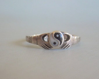 CLADDAGH YIN YANG Ring Size 9.25-Vintage Sterling Silver-Black White-Traditional Irish Celtic-Chinese Good Evil-Mens Womens Jewelry-00729