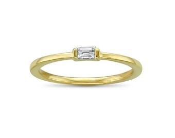 14k Yellow Gold Baguette Solitaire Diamond Promise Ring (1/10 cttw, I-J, SI2-I1)