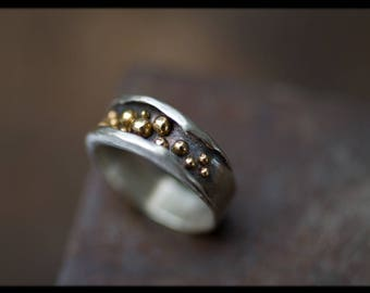 Silver and gold ring: Two tone wedding band - Anniversary band women - Alternative wedding ring - Silver wedding ring ladies - Hammered band