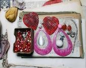 VENTE perle soupe n ° 18   Mélange de la Saint-Valentin   Charmes de grand coeur rouge en plastique, émail rose grandes créoles, bijou Charms, Cab   Neuf & Vintage   Assortiment de