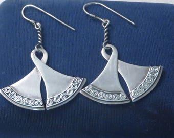 Pretty vintage sterling silver twisted fan shape boho dangle dangling drop wire earrings
