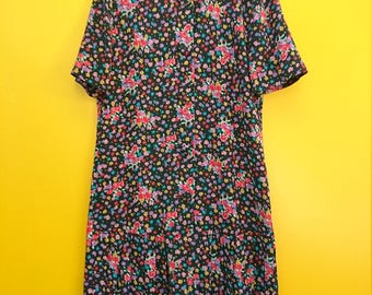 90s Floral Dropwaist Dress in Women's Size 8 (A cute retro black floral dress with pleated drop waist and a 36 inch waist.)